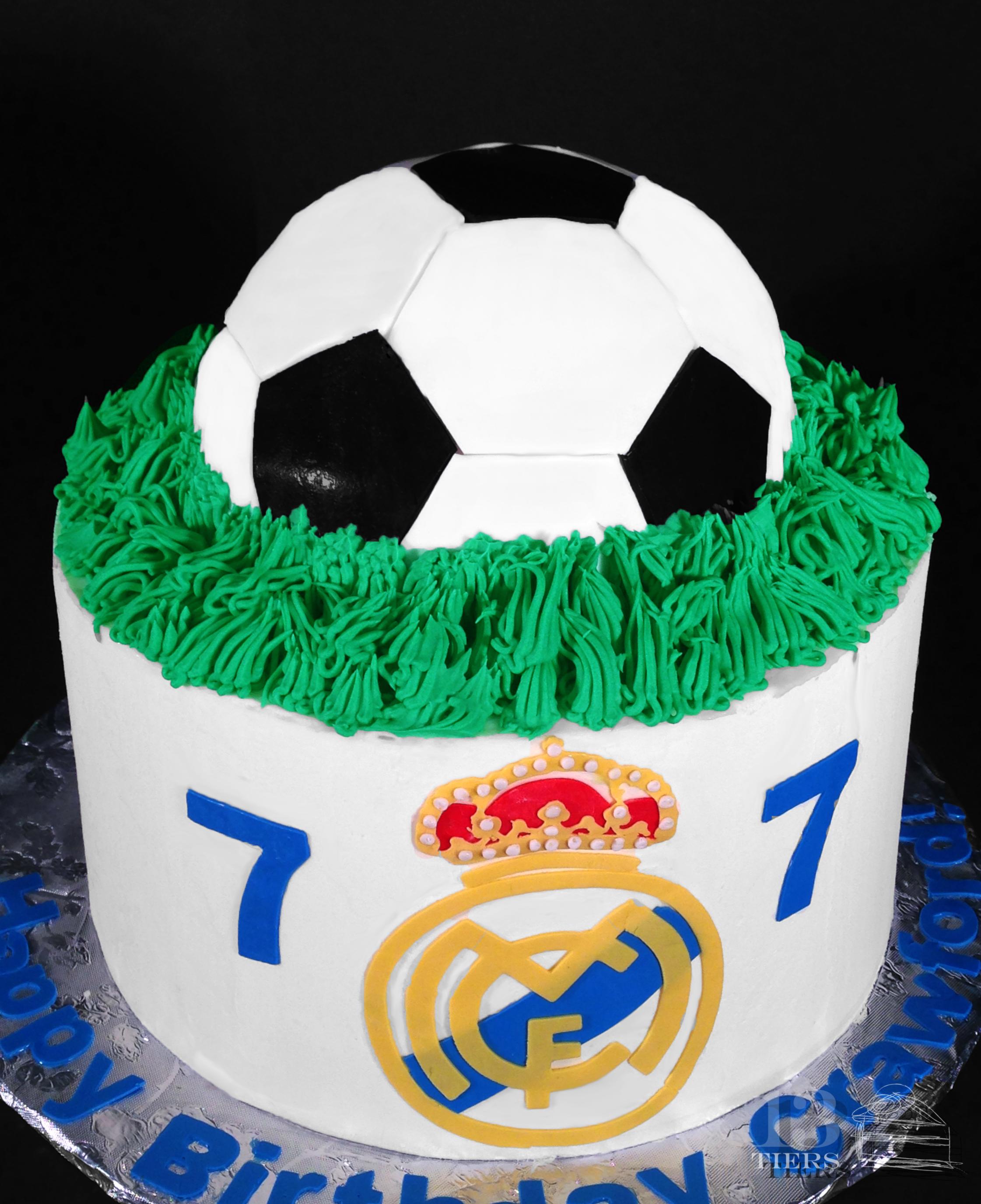 Fabulous 9 Real Madrid Football Cakes Photo Real Madrid Soccer Cake Real Funny Birthday Cards Online Elaedamsfinfo
