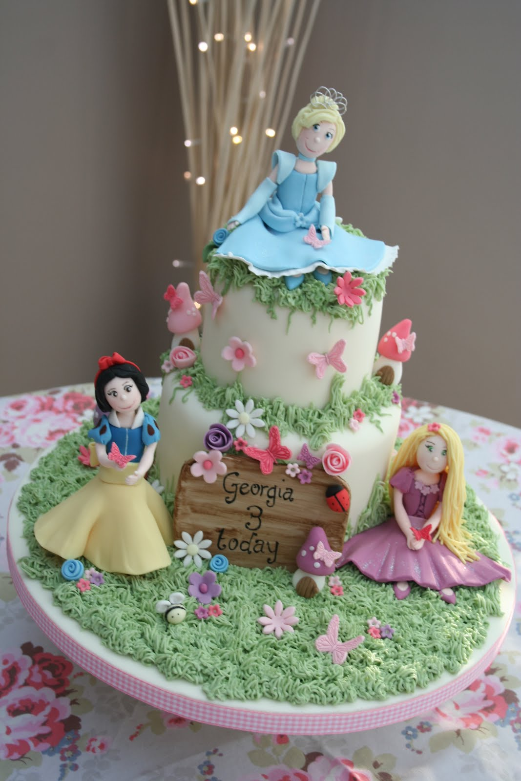 10 Disney Princess Theme Cakes Photo Awesome Disney Cake Disney