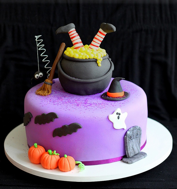 11 Cool Halloween Cakes Made Easy Photo Halloween Spider Cake with