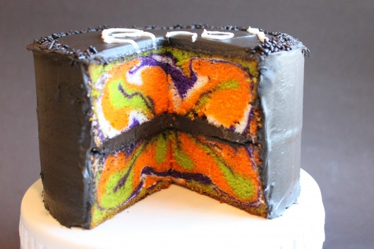 10 photos of colored insides homemade halloween cakes