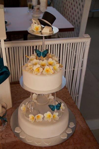 Wedding Cake With Wine Glasses