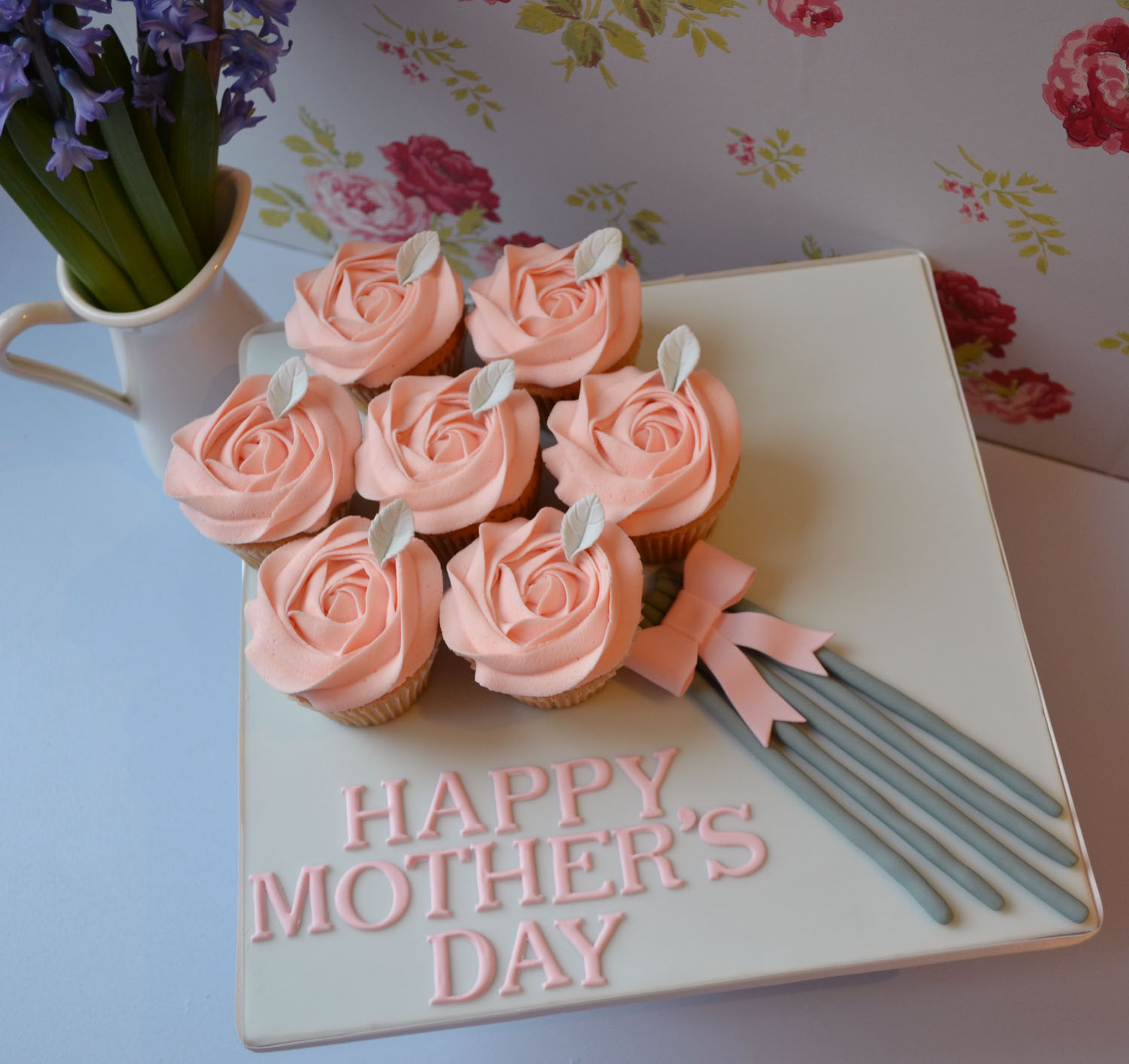12 Photos of Mother's Day Cakes And Cupcakes