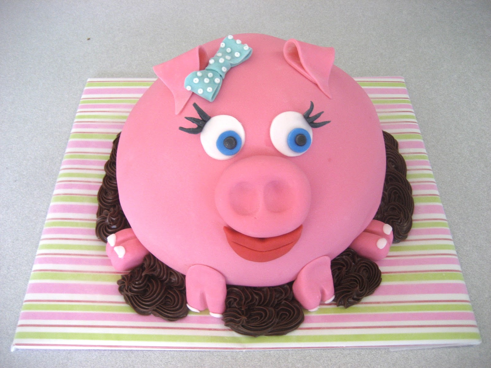 Pleasing 9 Piggy Birthday Cakes Photo Pig Birthday Cake Pig Birthday Funny Birthday Cards Online Inifodamsfinfo