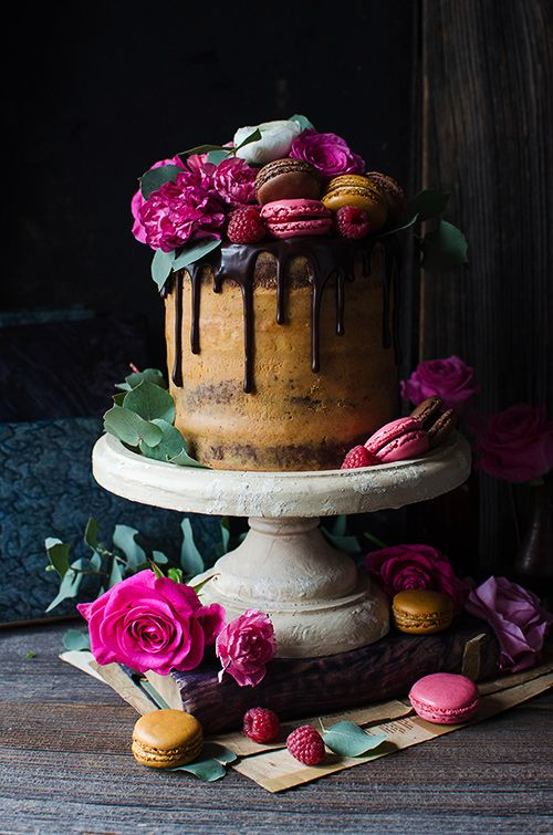 10 Fancy Cakes With Fresh Flower Accents Photo Flower Birthday