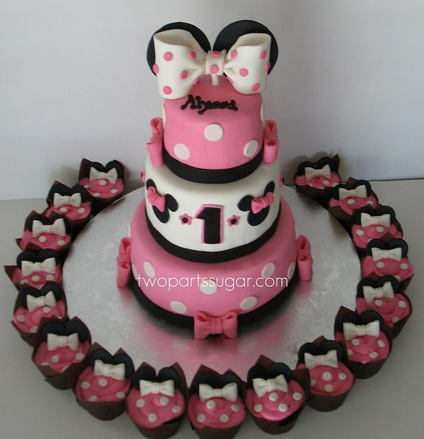 Peachy 1St Birthday Minnie Mouse Cake With Cupcakes 1St Birthday Ideas Funny Birthday Cards Online Kookostrdamsfinfo