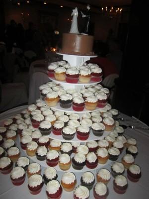 11 do it yourself wedding cupcakes photo do it yourself wedding do it yourself wedding cakes cupcakes solutioingenieria Choice Image