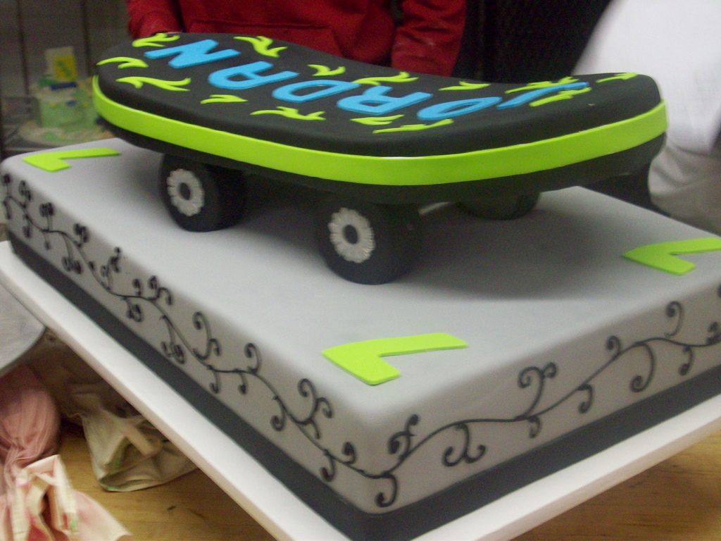 Surprising 12 Skate Cake Birthday Cakes Photo Skateboard Birthday Cake Personalised Birthday Cards Petedlily Jamesorg