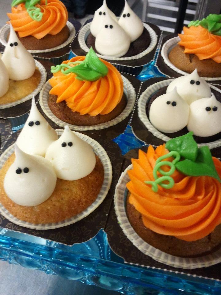 halloween pumpkin decorated cupcakes