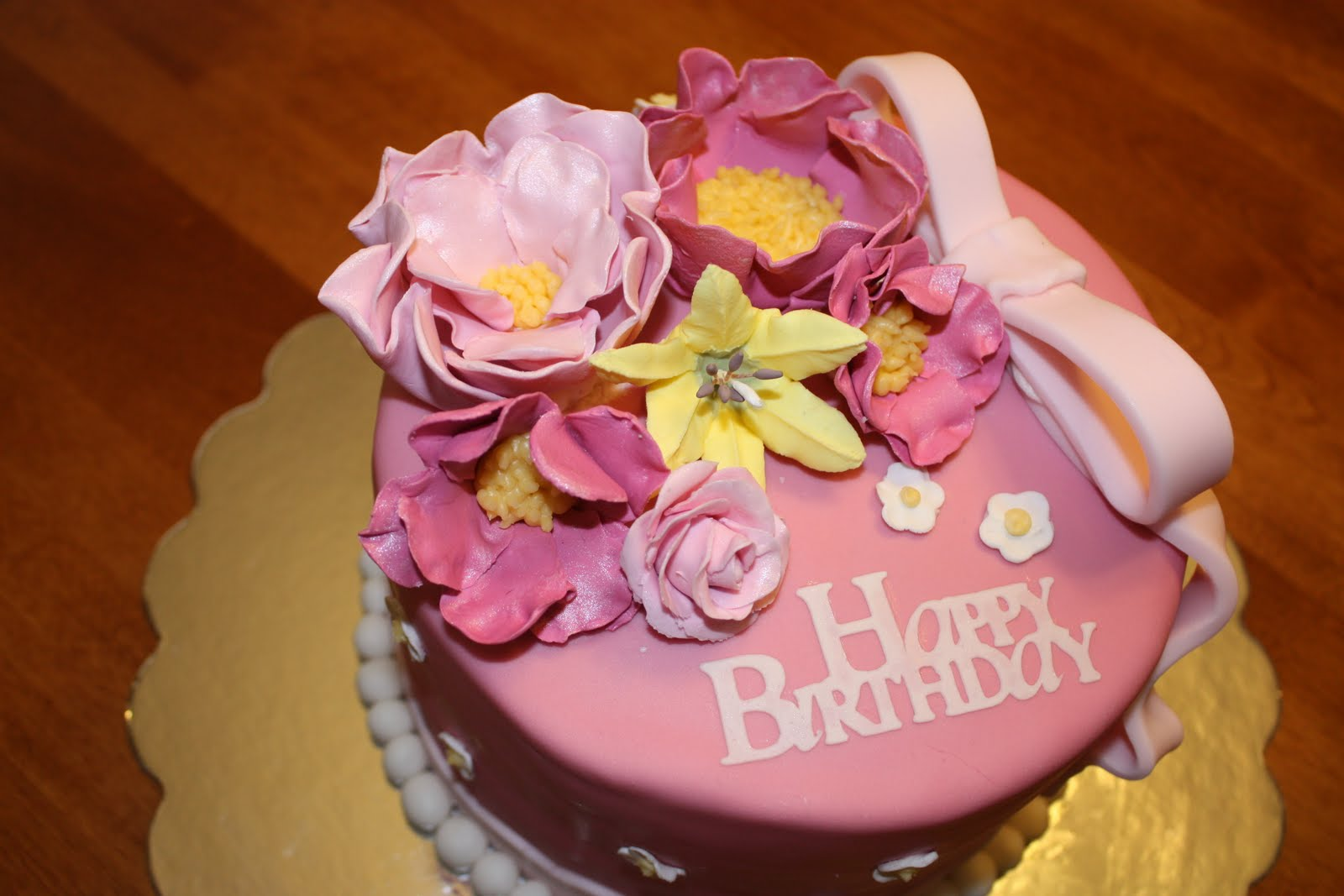 Happy birthday cake flowers pictures flowers healthy 11 most mon flowers for birthday cakes photo birthday cake with izmirmasajfo