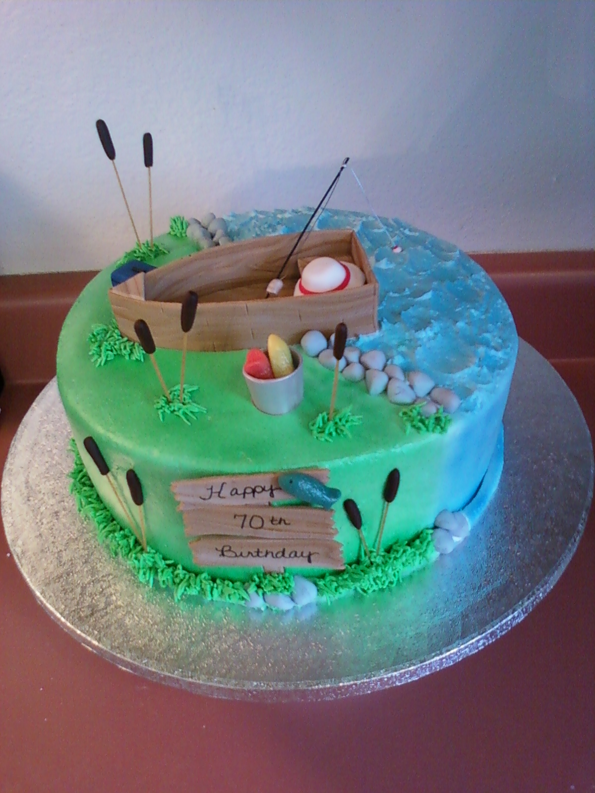 10 decorating cakes with fish pictures photo fishing for Fishing cake decorations