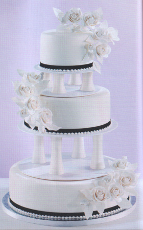 Wedding Cakes With Pillars
