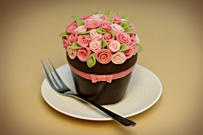12 Amazing Birthday Cakes With Roses Photo Rainbow Rose Cake