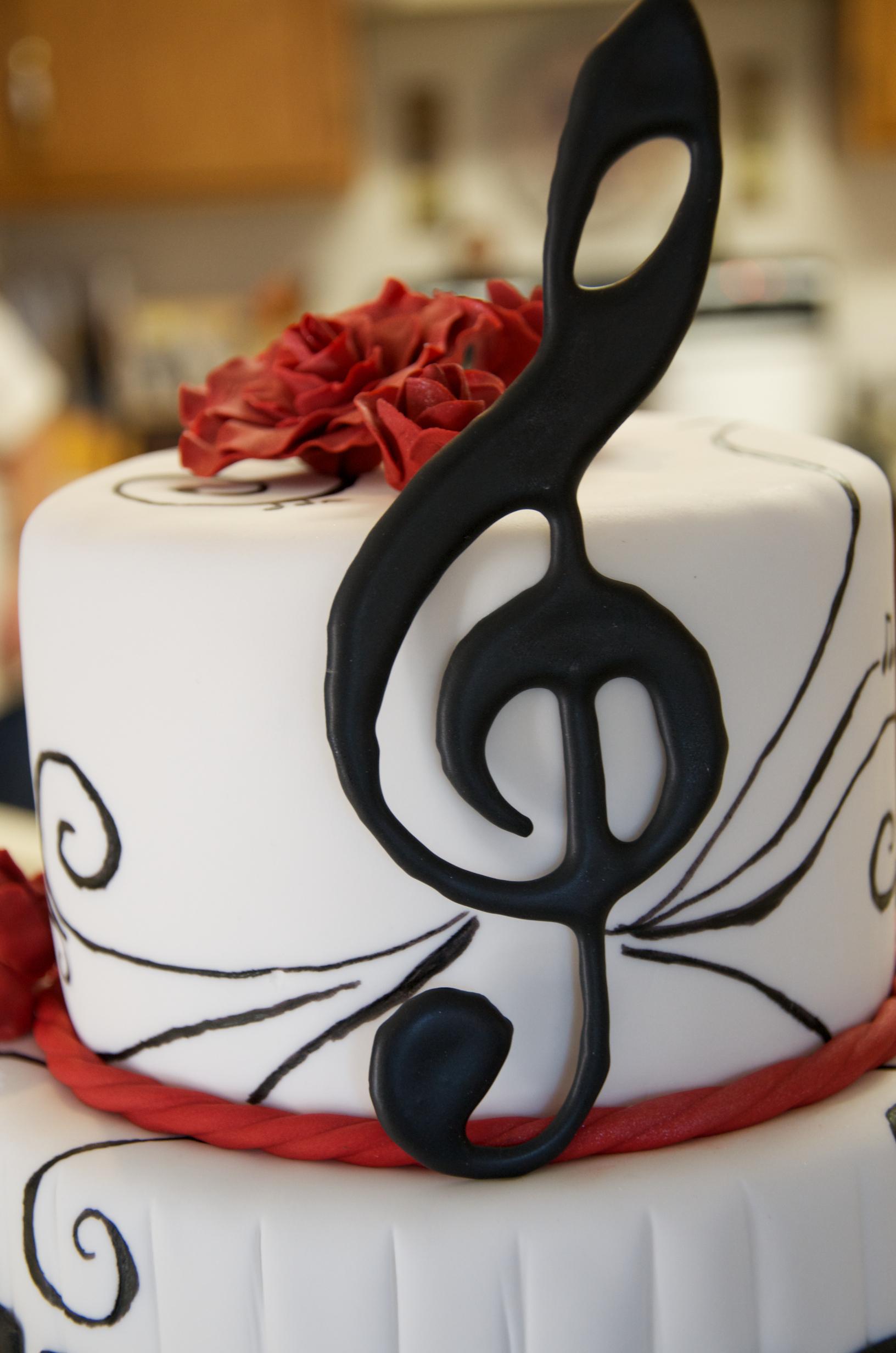 9 Birthday Cakes Music Symbols Photo Music Note Birthday Cake Red