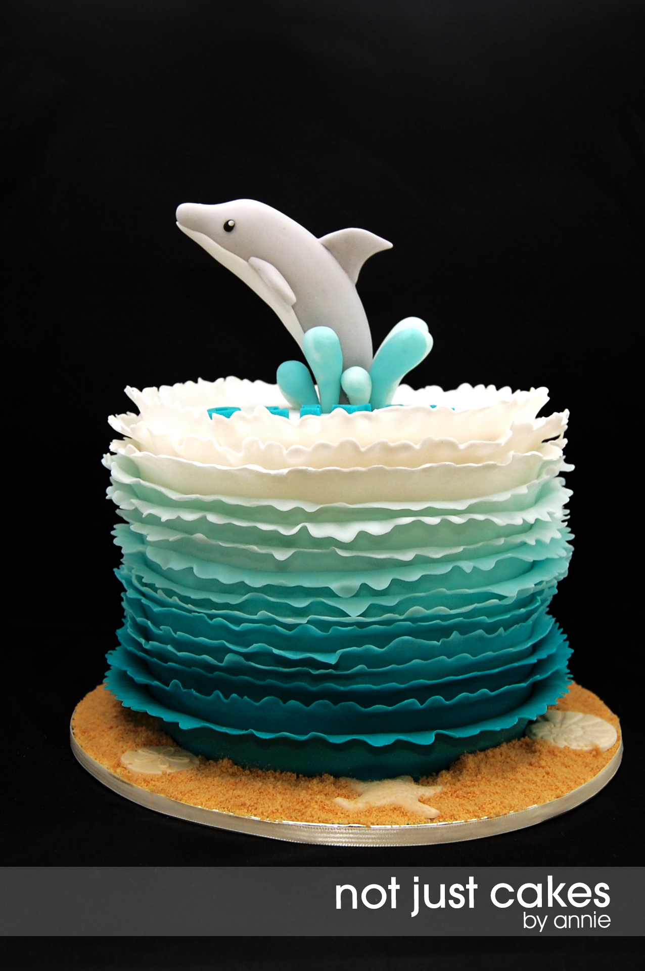 8 Dolphin And Whale Cakes Photo