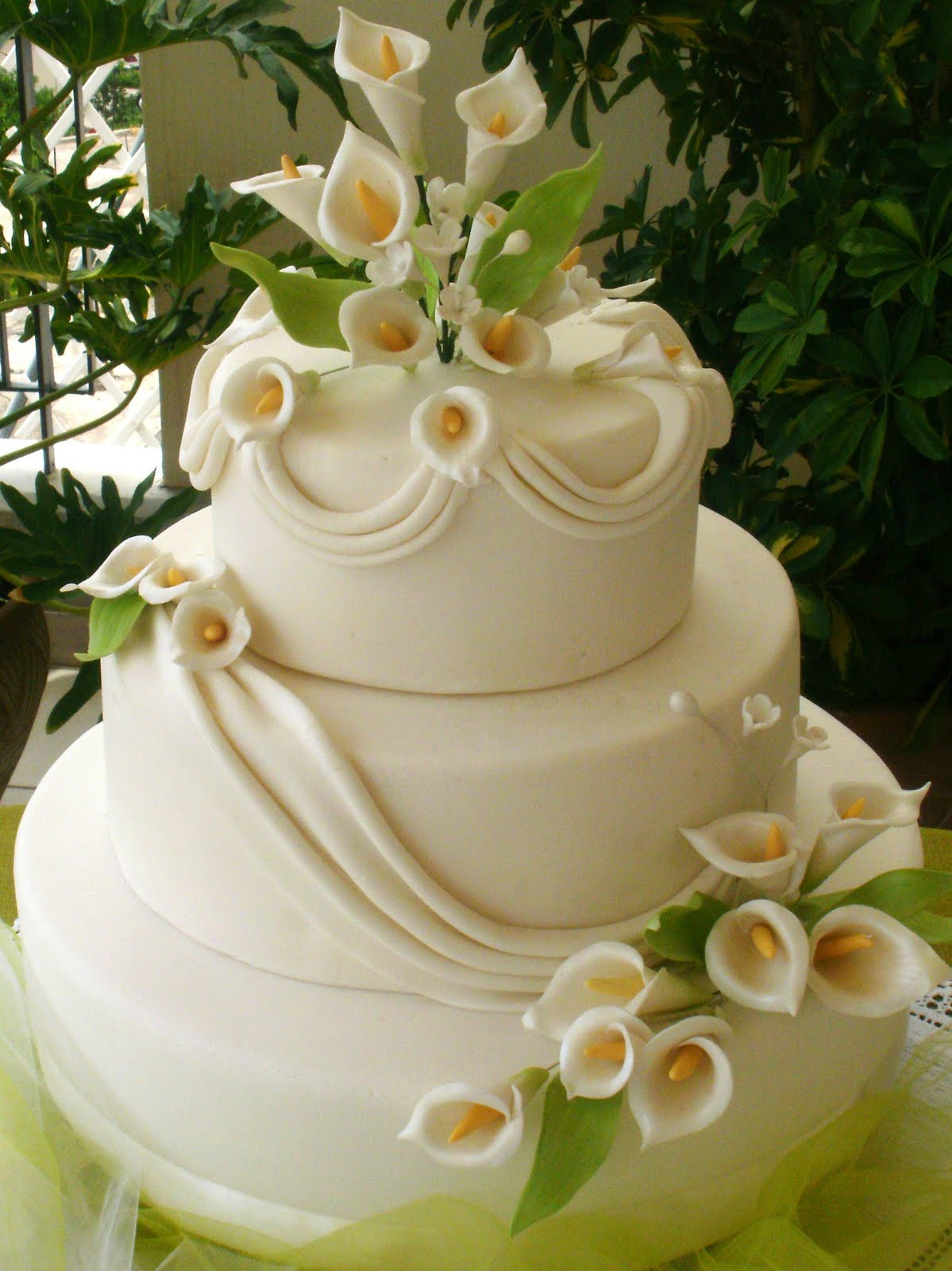 Wedding Cakes With Calla Lilies Decorations