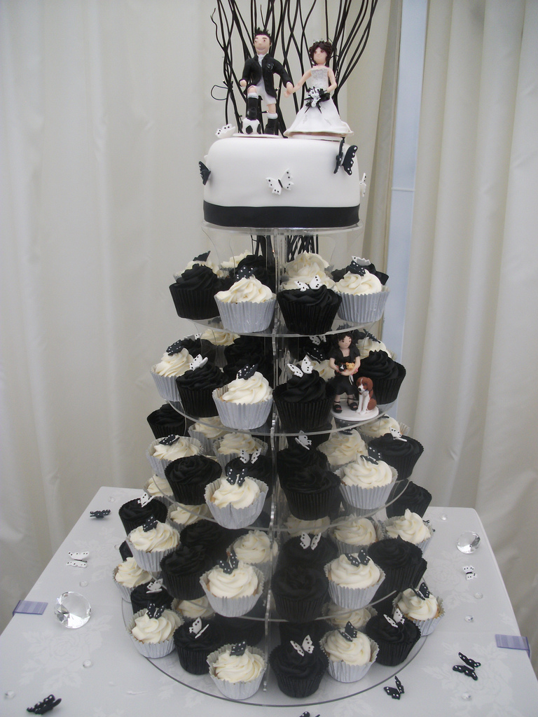10 Black And White Wedding Cake With Cupcakes Photo - Black and ...
