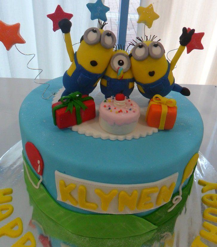 6 Minion Fondant Cupcakes Photo Minion Cupcake Cake Minion Cakes