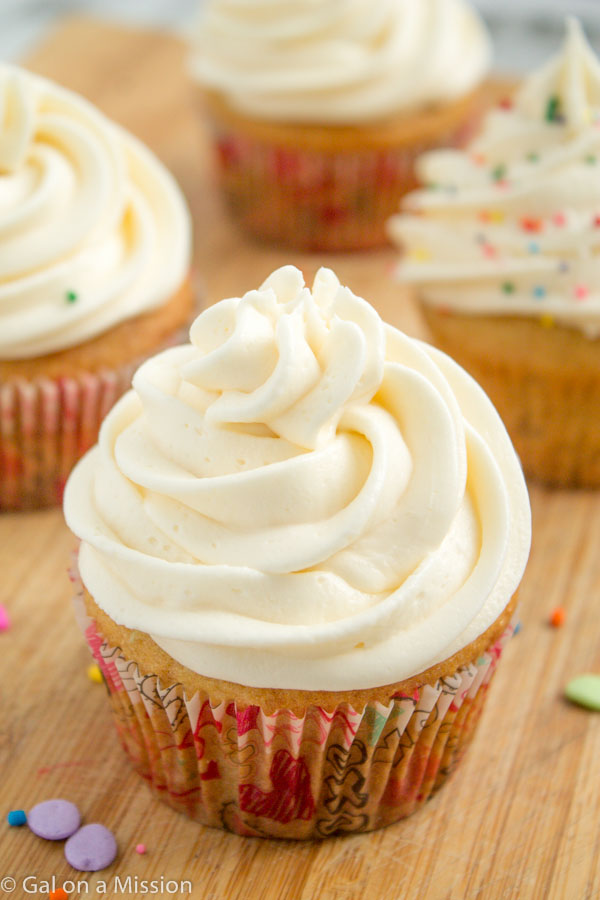 recipe for vanilla cupcakes with buttercream frosting
