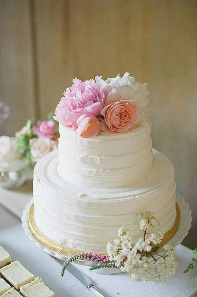 7 Simple Wedding Cakes With Fresh Flowers Photo Wedding Cake With