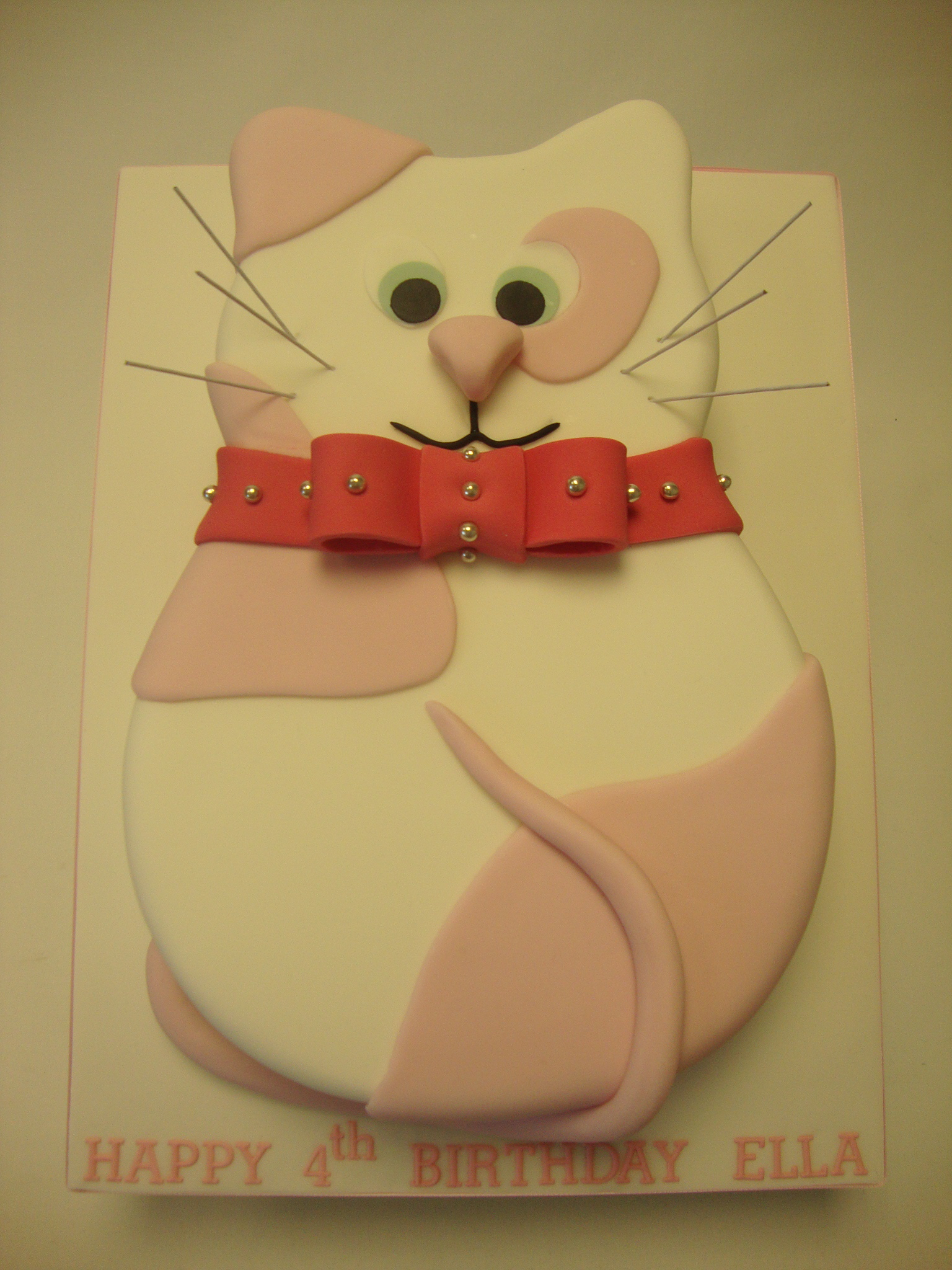 9 Cat Shaped Birthday Cakes Photo