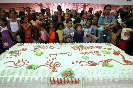 Surprising 11 Giant Humorous Birthday Cakes Photo Giant Birthday Cake Personalised Birthday Cards Veneteletsinfo