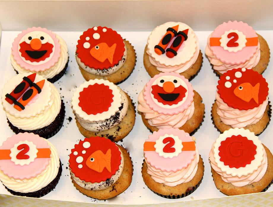 10 Elmo Theme Birthday Cupcakes Photo