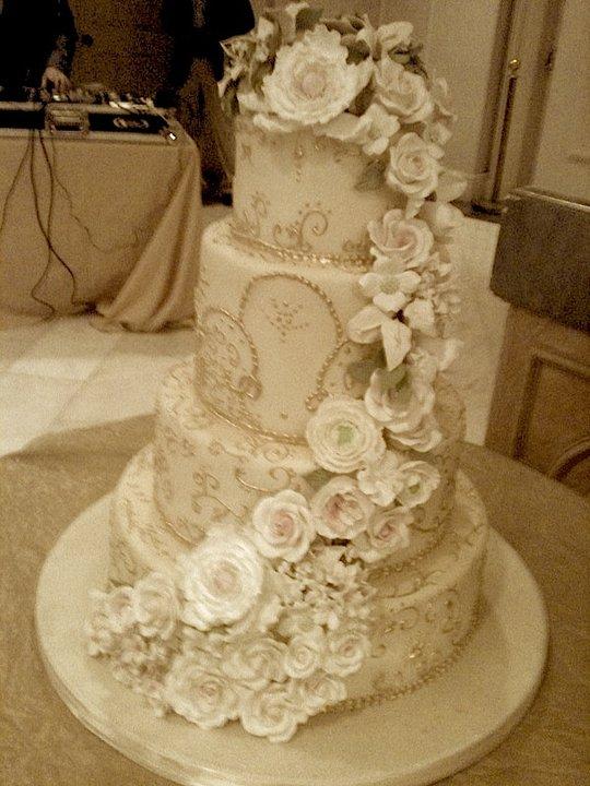 12 Elegant Wedding Cakes With Separate Top Photo - Split Tier ...