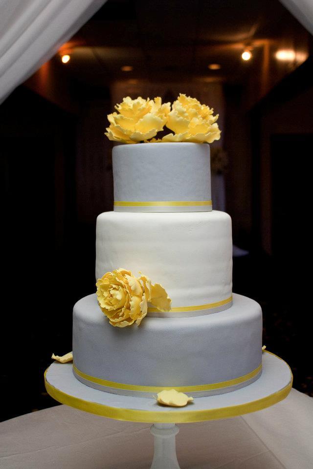 8 Yellow Black And Silver Wedding Cakes Photo , Elegant