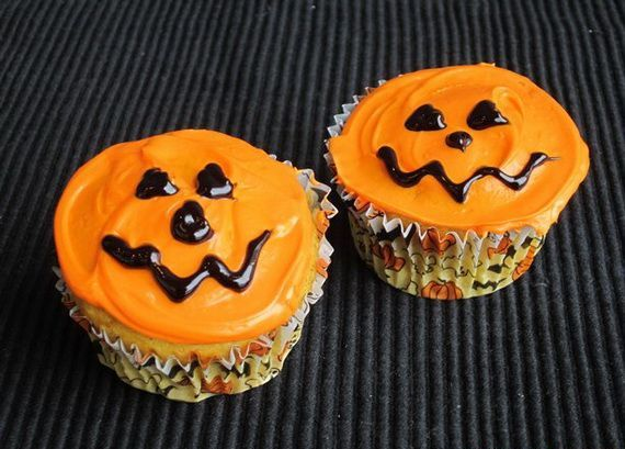 halloween frosting cupcakes