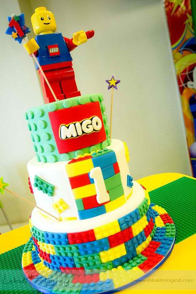 12 LEGO Themed Birthday Cupcakes Photo