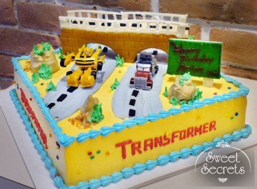 Phenomenal 8 3D Transformer Cakes For Boys Photo Bumblebee Transformer Personalised Birthday Cards Paralily Jamesorg