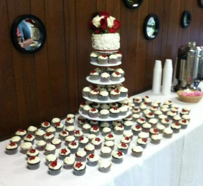 10 Displaying Cupcakes At A Wedding Photo Wedding Cake And Cupcake