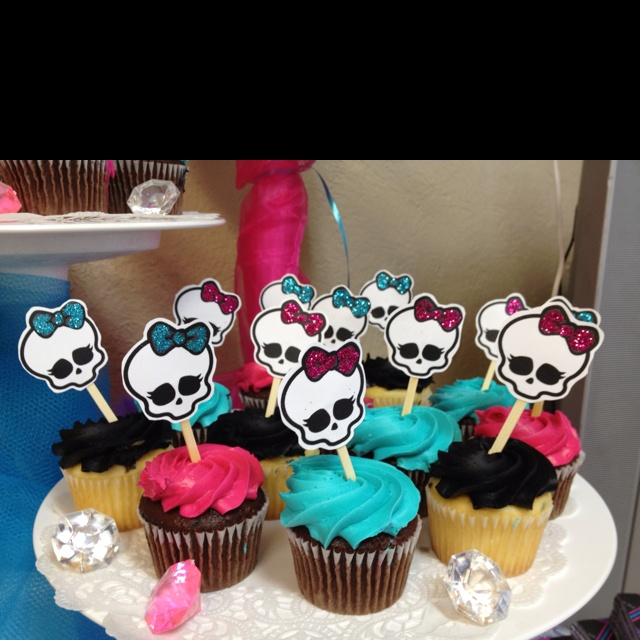 Fabulous 12 Monster High Party Cupcakes Photo Monster High Cupcakes Personalised Birthday Cards Beptaeletsinfo