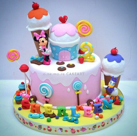 Minnie Mouse And Daisy Duck Cake
