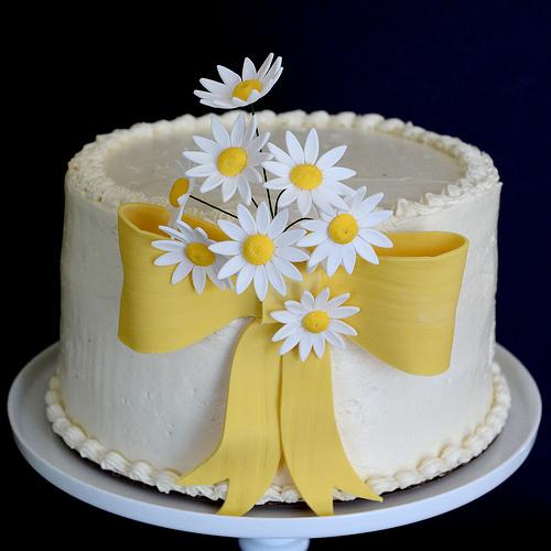 Surprising 6 Simple Daisy Birthday Cakes Photo Daisy Flower Birthday Cake Funny Birthday Cards Online Elaedamsfinfo
