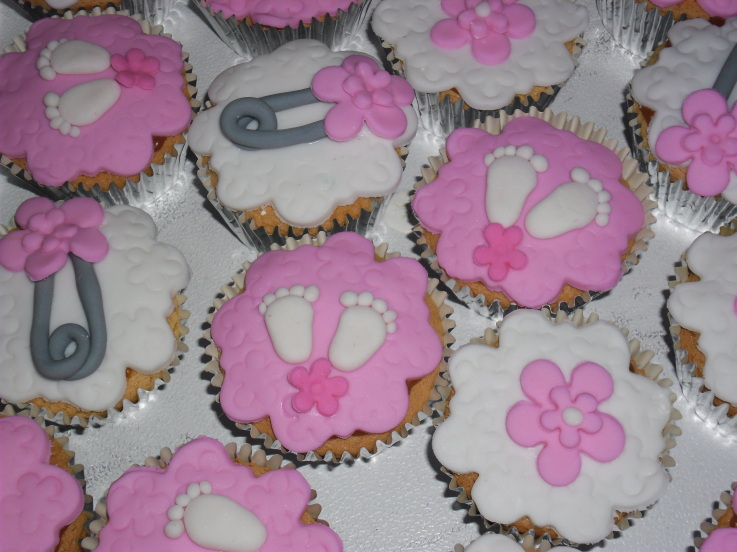 10 Baby Shower Cupcakes For Girls With Hearts Photo Girl Baby