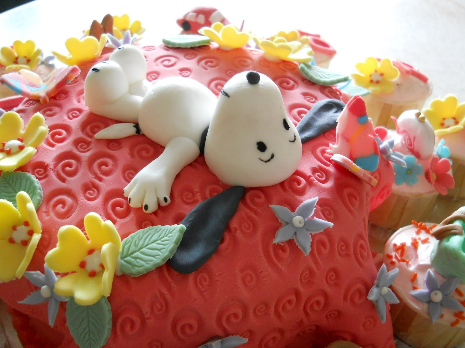 8 Snoopy Birthday Cupcakes Photo Snoopy Happy Birthday Cake