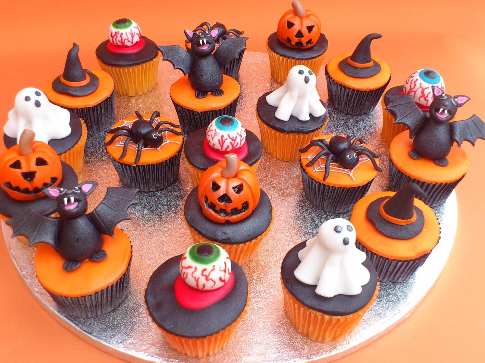 11 halloween cakes and cup cakes photo - halloween cupcake cake