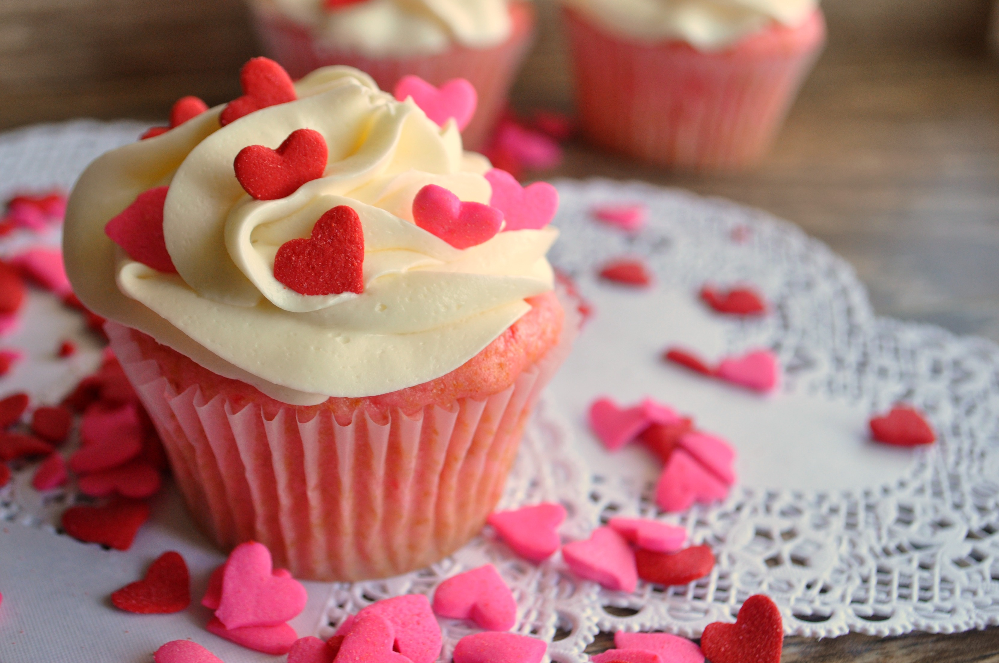7 Cute Valentine Cupcakes Heart Photo Valentine Cupcakes In A Cup