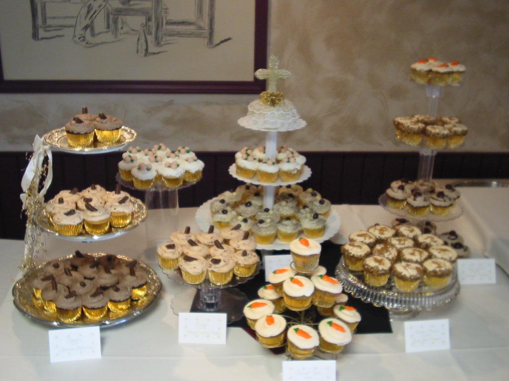 10 Table Display With Cake And Cupcakes Photo Cupcake Wedding Cake