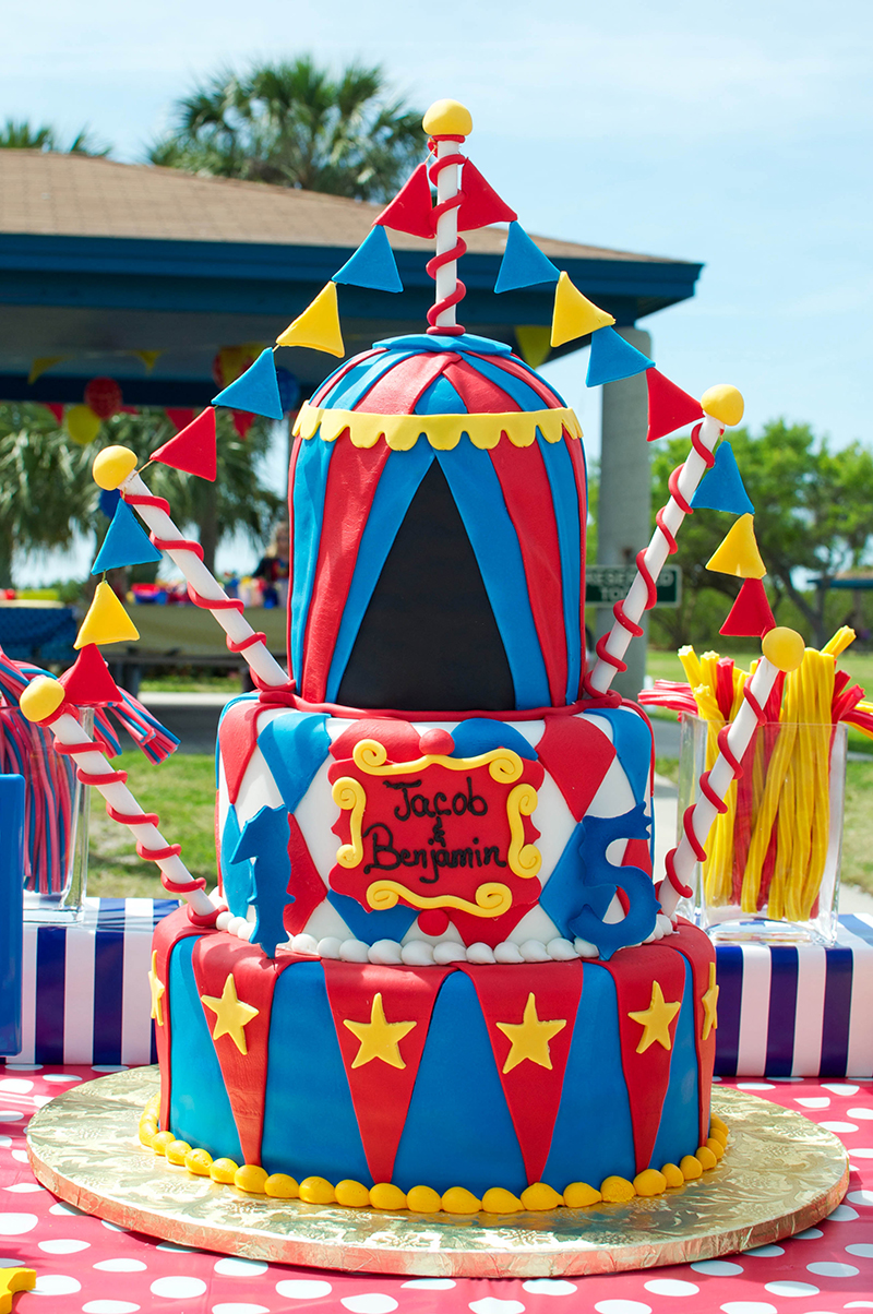 12 Old School Circus Decorated Cakes Photo Circus Birthday Party