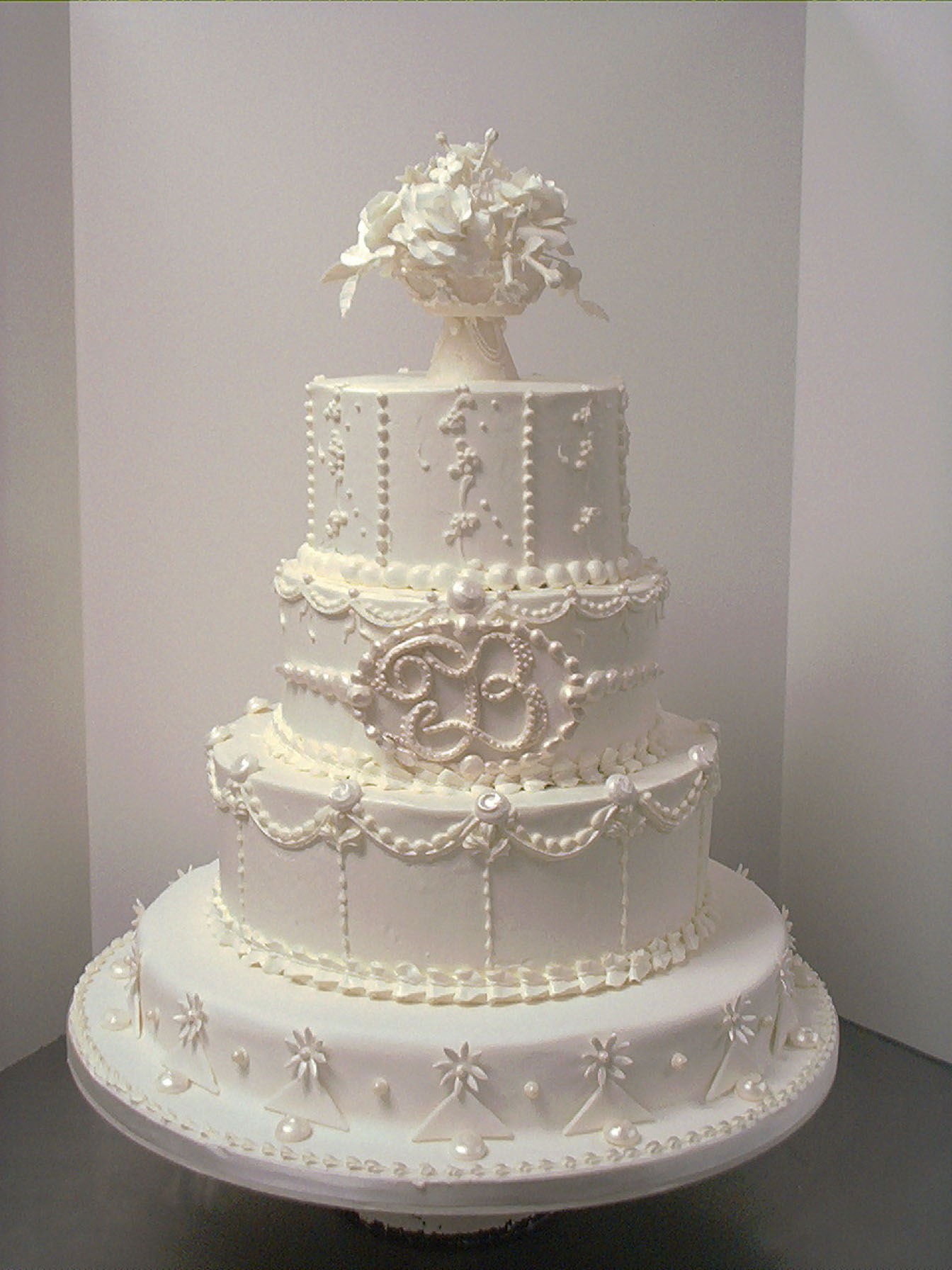 7 Old World STYLE Key Cakes Photo Elegant Wedding Cake Ideas