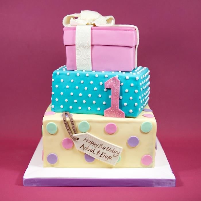 6 Birthday Cakes That Look Like Presents Photo Birthday Present
