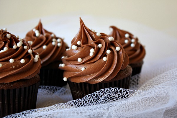 best chocolate cupcakes with buttercream frosting