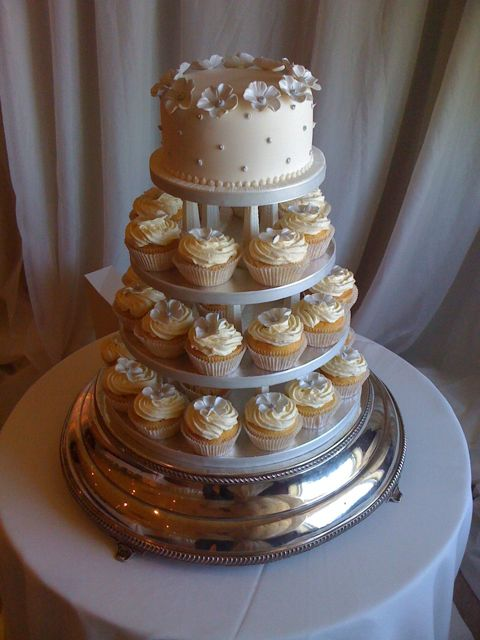 biggest tier wedding cake 8 wedding cakes 6 inch 8 inch photo 6 inch top tier cake 11741