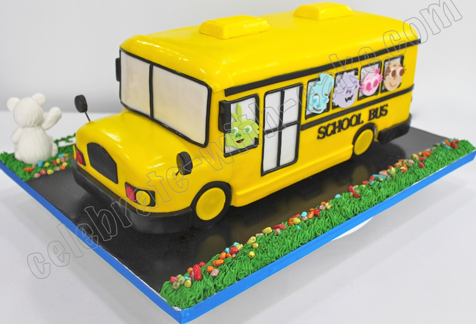 Brilliant 9 Cakes That Look Like A Bus Photo School Bus Cake Yellow Personalised Birthday Cards Cominlily Jamesorg