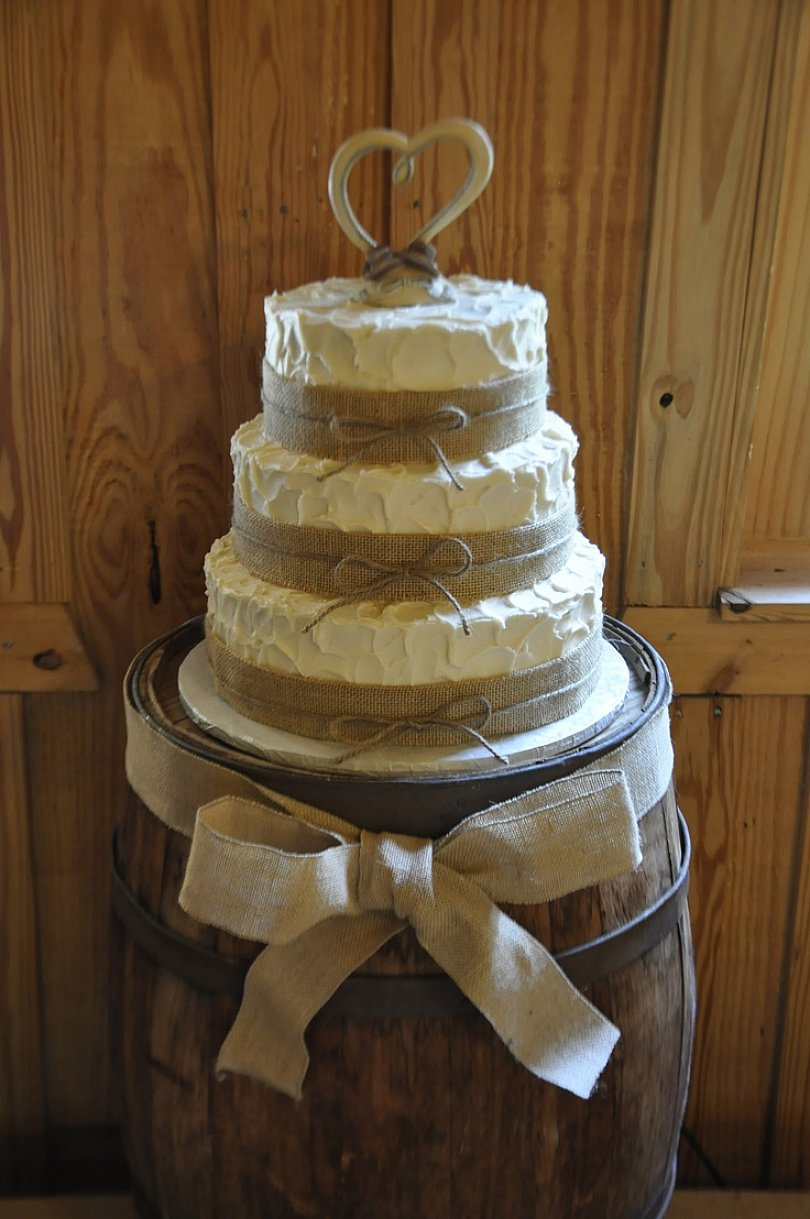 12 Chic Country Themed Cakes Photo - Western Cowboy Cake, Country ...