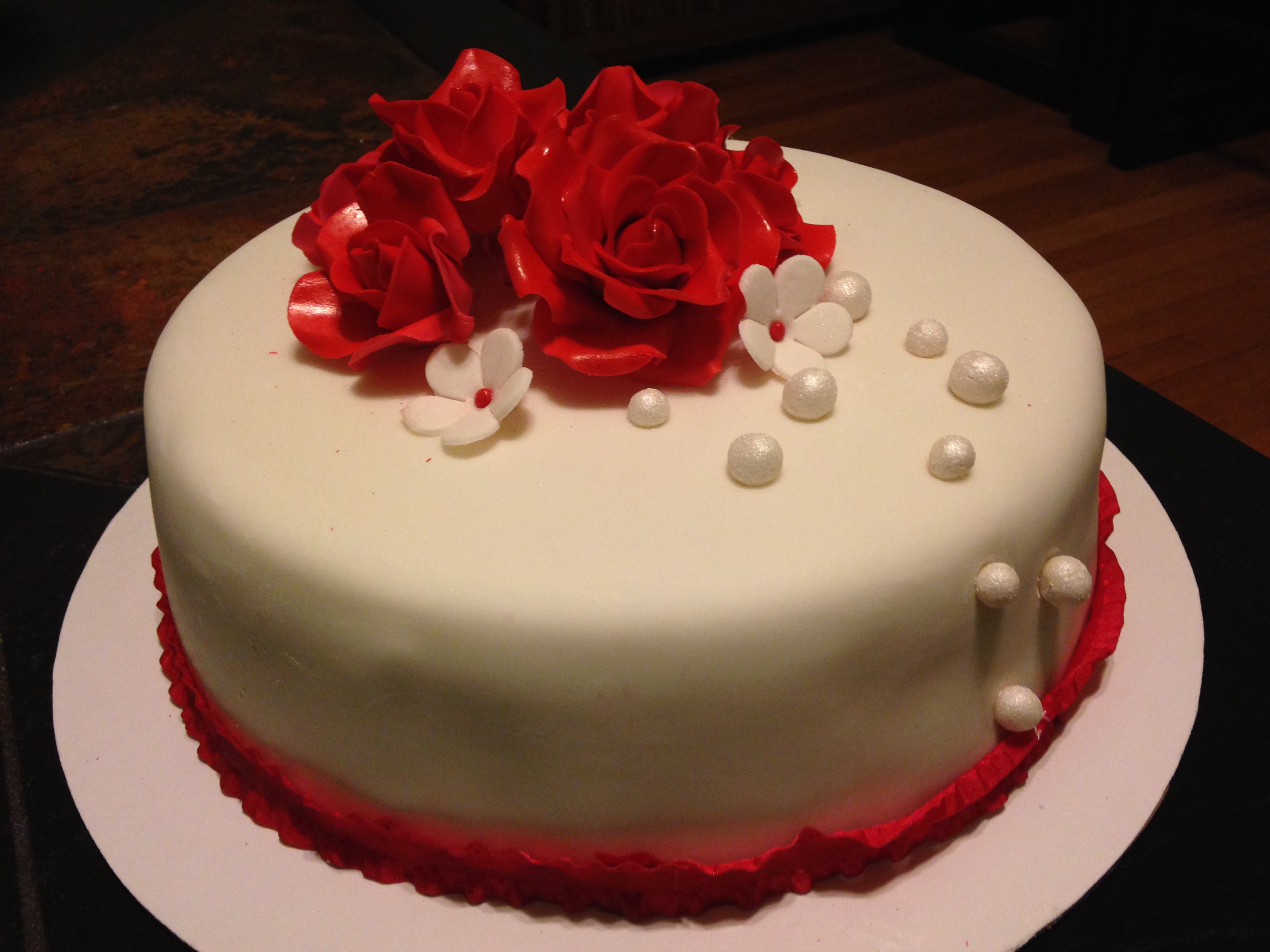 Happy Birthday Cakes With Red Roses