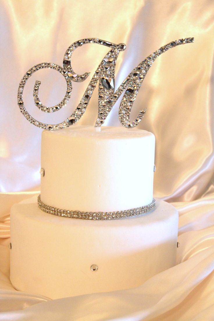 12 Round Wedding Cakes With Bling And Initials Photo - Wedding Cake ...
