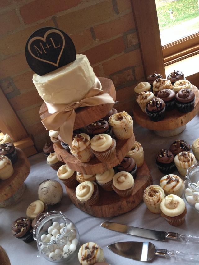 8 Barn Wedding Mini Cupcakes Photo Rustic Wedding Cupcake Ideas